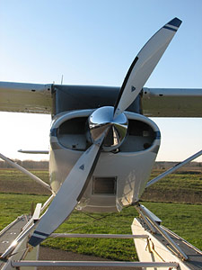 Cessna 170, 172, 175 with 2-blade MTV-15