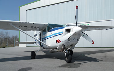 Cessna 206 with 3-blade MTV-9