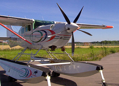 Cessna 206 on floats with MTV-5 reverse propeller