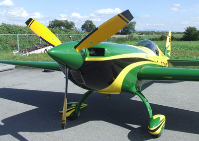 Extra 300 with 3-blade MTV-9